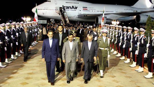 Ein Hardliner, der die Opposition unterdrückt: Irans Präsident Ahmadineschad