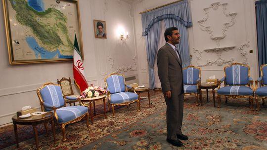 Irans Präsident Mahmud Ahmadineschad verteidigt das Atomprogramm seines Landes - es diene ausschließlich zivilen Zwecken