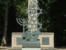 Diese Skulptur wurde vom Friedhof geklaut.