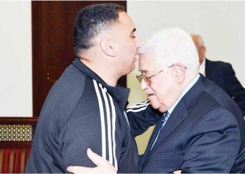 Abbas warmly greets terrorist released from Israeli prison   ynet