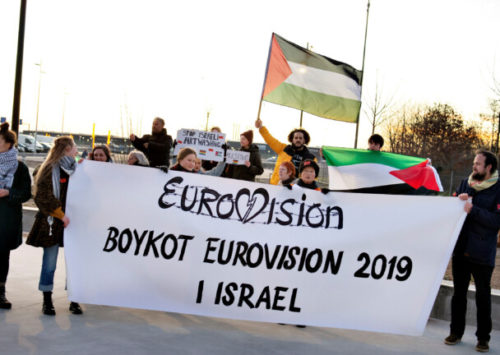 Bundestag zeigt Israel-Hassern die Rote Karte – Starkes Signal aus dem Bundestag! Eine große Mehrheit der Abgeordneten stimmte am Freitag einem Antrag von Union, SPD, Grünen und FDP gegen die antisemitische BDS-Bewegung zu. | Bz-berlin